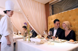 Photo of a Regent Seven Seas chef chatting with guests in Lattitudes Restaurant goes here.
